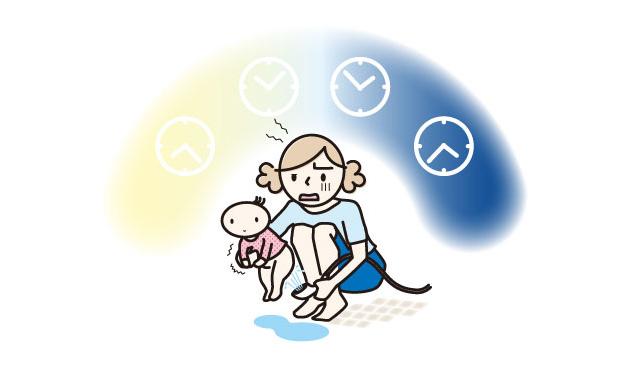 昼夜問わずおむつかぶれになった赤ちゃんのおしりをお風呂で洗うママ